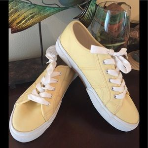 LANDS' END WOMEN'S  CLASSIC SNEAKERS SIZE 8 1/2B